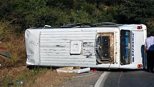 Çanakkale'de minibüs devrildi 12 yaralı