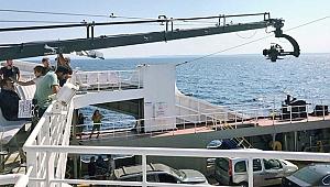 Ata Demirer, yeni filminin bir sahnesini Gökçeada feribotunda çekti