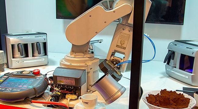 Türk Kahvesi Servis Eden Japon Robot Sanayicilerin Sağ Kolu Olmaya Aday
