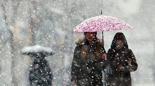 Çanakkale kent merkezinde kar yağışı başladı!