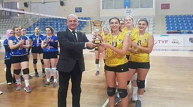 Çanakkale Özel Anadolu Lisesi Şampiyon