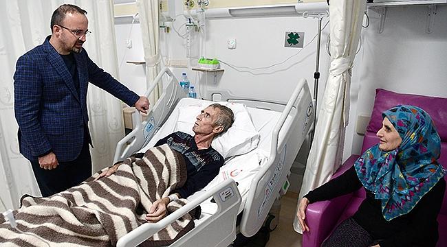 Yeni yılın ilk gecesinde hastaları ziyaret etti