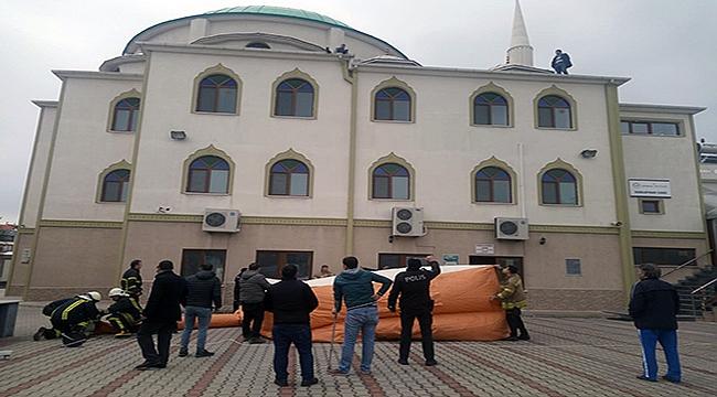 Çanakkale'de camide intihar girişimi!