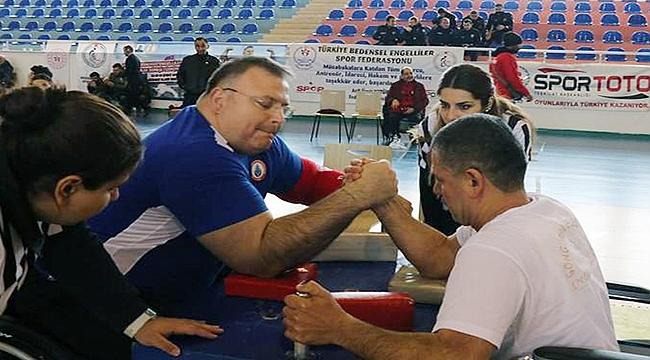 Çanakkale'de Türkiye Bilek Güreşi Şampiyonası Heyecanı Yaşandı