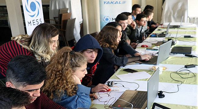 Çanakkaleli gençler kodlama, robotik ve 3D tasarım öğreniyor