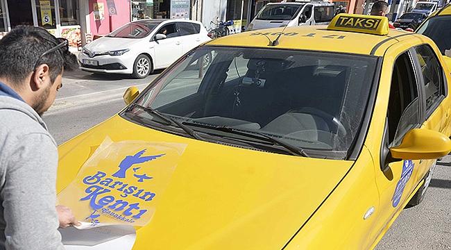 Taksilere 'Mavi Etiket' ardından 'Barışın Kenti Çanakkale' logosu