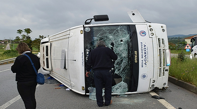 Öğrencileri taşıyan minibüs devrildi 17 yaralı!