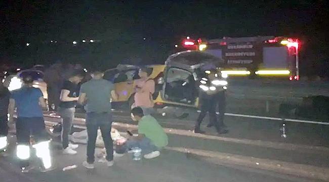 Terhis olan askerleri taşıyan taksi kaza yaptı!