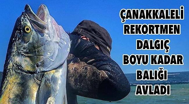 Zıpkınla boyu kadar balık avladı!