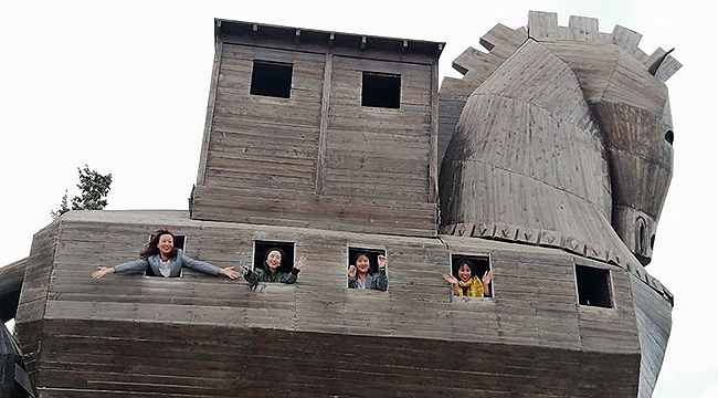 Çinli tur operatörleri Çanakkale'yi turluyor