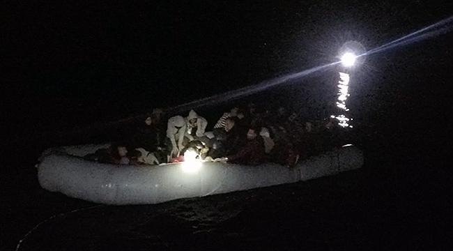 Çanakkale açıklarında lastik botta yakalandılar