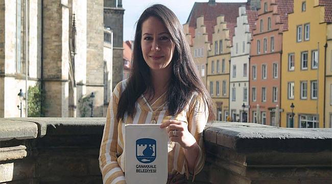 Kendibaşına, Osnabrück'te Elçilik Görevini Yürütüyor
