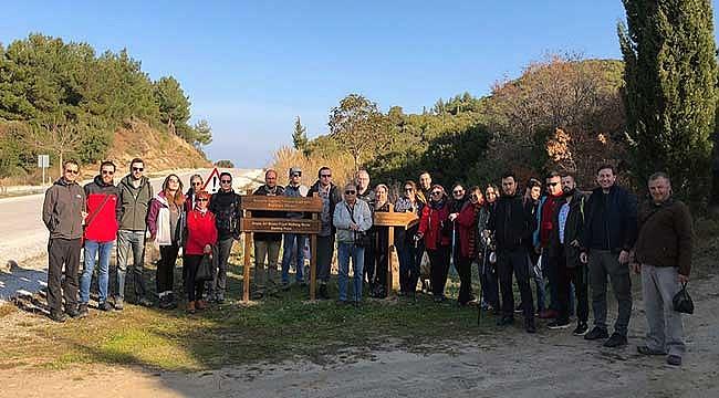 Turist rehberleri 105. yılda 'Arıburnu Cephesi'ni' adımladı