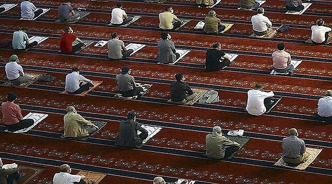 Camilerde yeniden 5 vakit cemaatle namaz