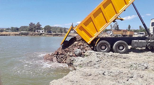 Gelibolu Yeni Feribot Terminali deniz taş dolgu çalışmaları sürüyor