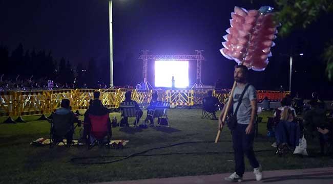Özgürlük Parkı'nda Açık Hava Sinema Geceleri Başladı