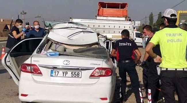 Genç çift feci kazada hayatını kaybetti!
