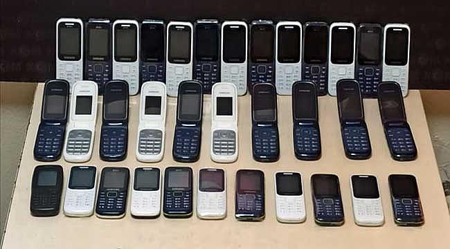Gümrük kaçağı ve klonlanmış 46 cep telefonuna el kondu
