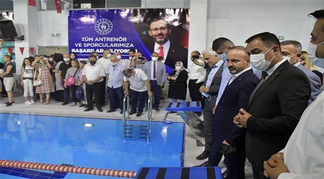Kapalı Yüzme Havuzu Açıldı