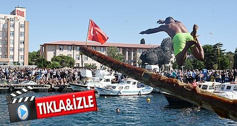 Çanakkale'de yağlı direk yarışması heyecanı
